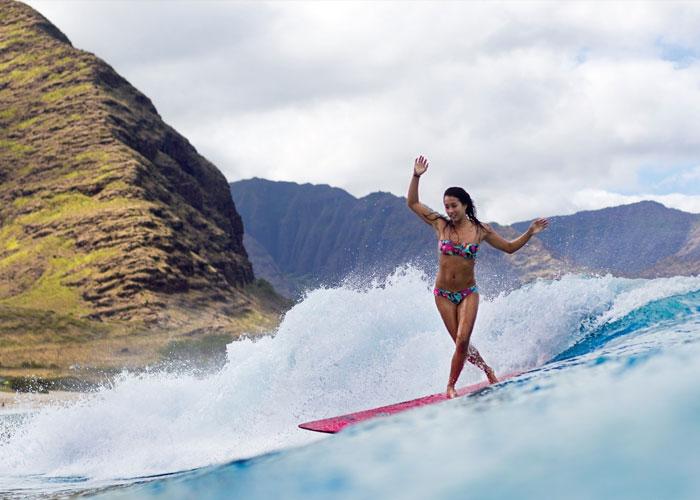 chica-surfeando