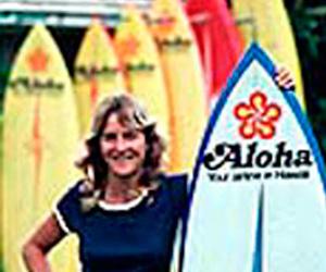Margo Oberg, primera mujer en surfear las olas mas grandes